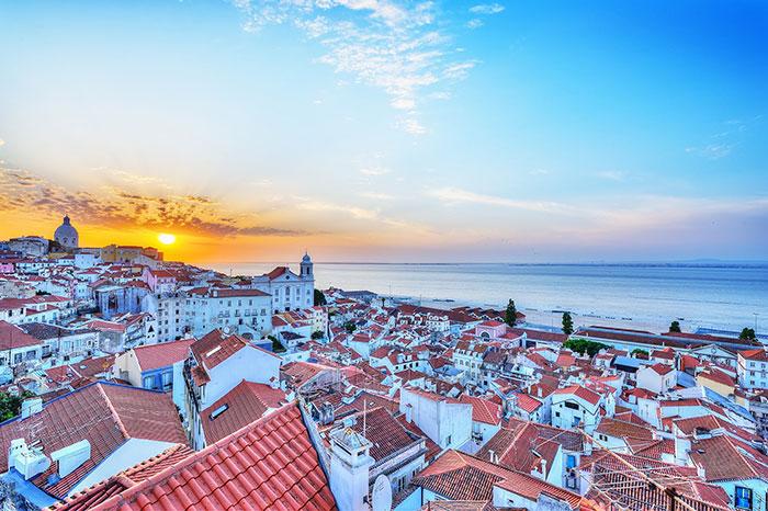Airbnb. I'm Lisabona next lover.