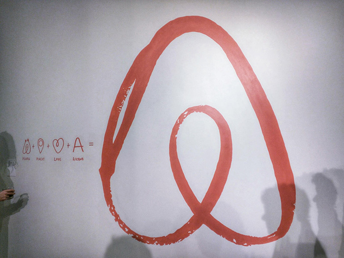 Airbnb Wand
