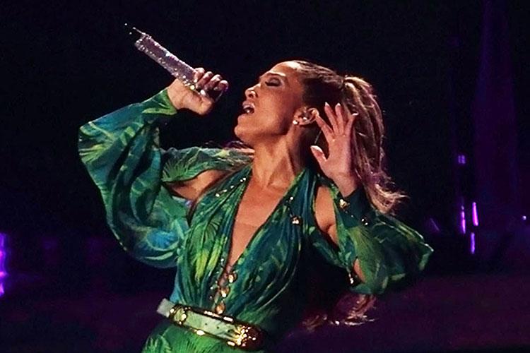 Jennifer Lopez Dschungel Print von Versace